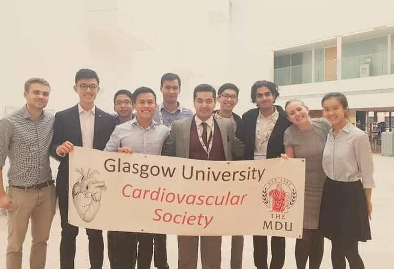 طالب في كلية الطب بجامعة بغداد يشارك  في الملتقى العلمي لمركز أمراض القلب في المملكة المتحدة